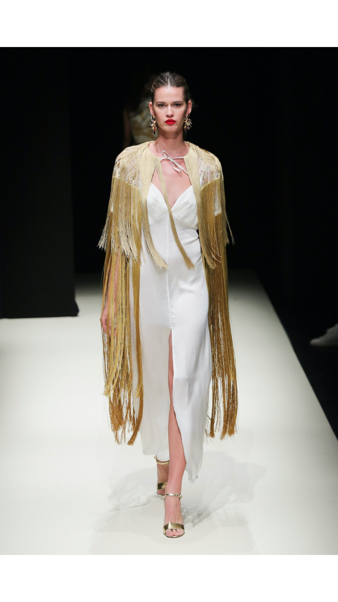 WHITE GOLD FRINGE DETAILED CAPE